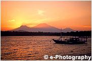 夕陽とボート オレンジ