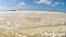 海 波 水 光 泡 半水面