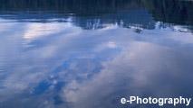 海 波 水 雲